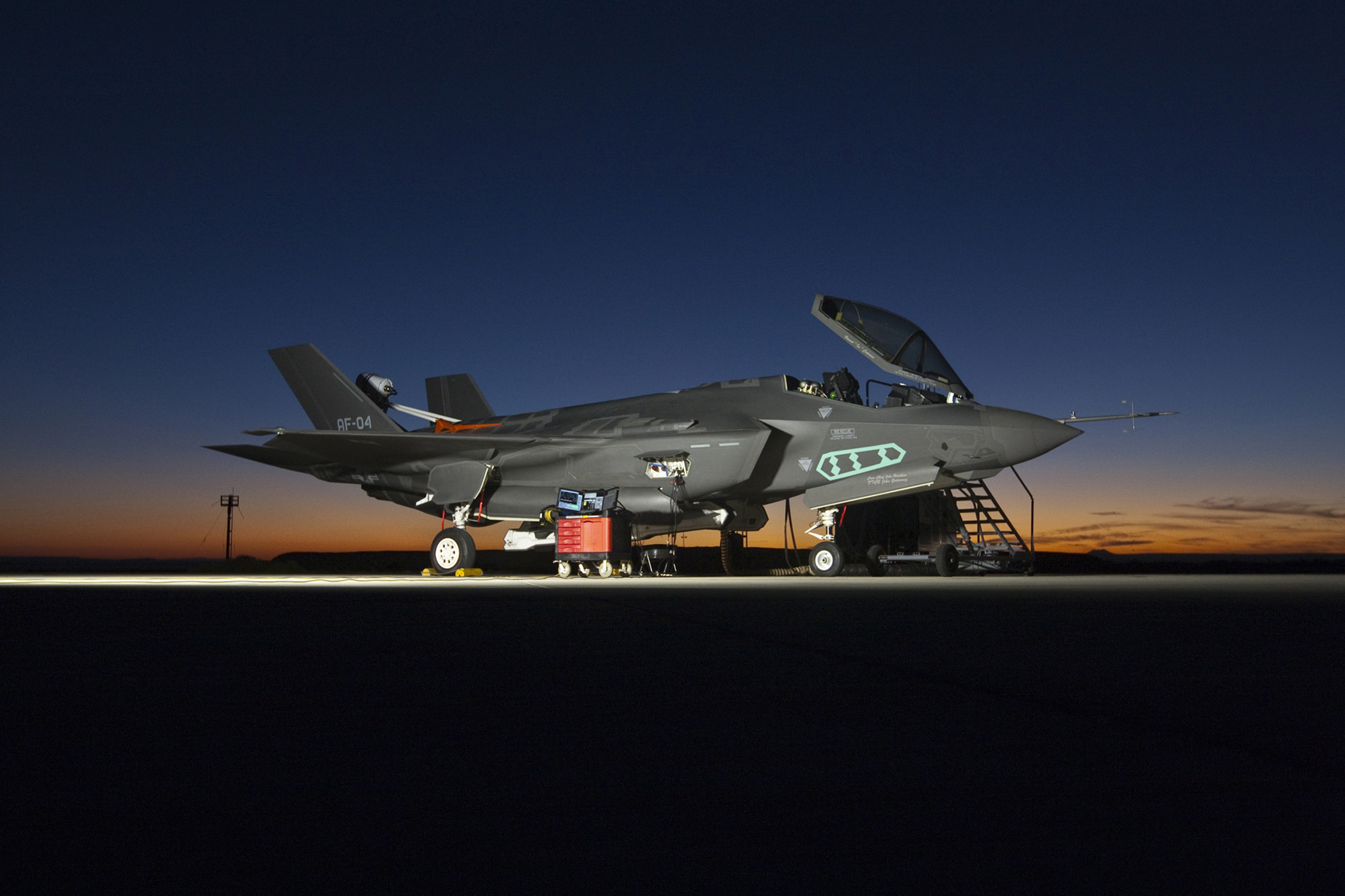 f 35 flounders on while essential f 16 upgrade program may get axed. Black Bedroom Furniture Sets. Home Design Ideas