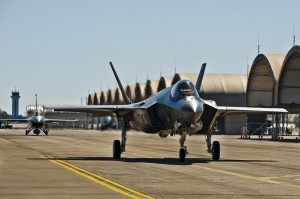 f35_taxi_firsttraining_20120307